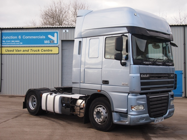 Daf-FT-XF105.460-Superspace-Cab-4x2-Tractor-Unit-DK57-TXP-001