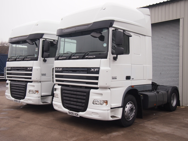 Daf-FT-XF105.460-Superspace-Cab-4x2-Tractor-Unit-Multiple-Pics-001