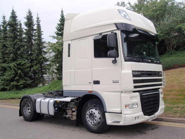 Daf-FT-XF105.460-Superspace-cab-LHD-4x2-tractor-unit-HX56-UBK-004