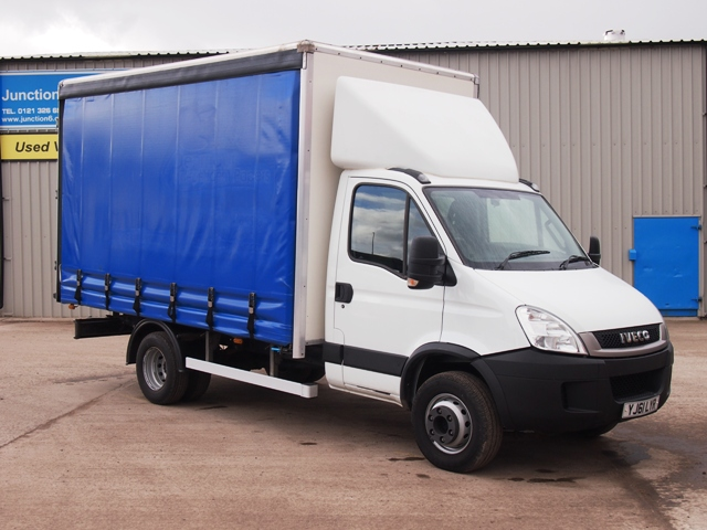 Iveco-Daily-70C18-14-Foot-Curtain-YJ61-LYR-001