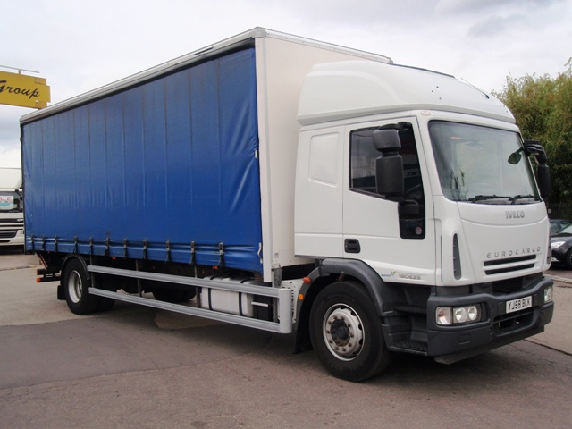 Iveco-EuroCargo-ML180-E25S-26-Foot-Curtain-Taillift-YJ58-BCK-002