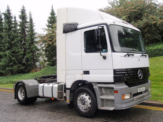 Mercedes-Actros-1835LS-4x2-tractor-W315-AGA-001