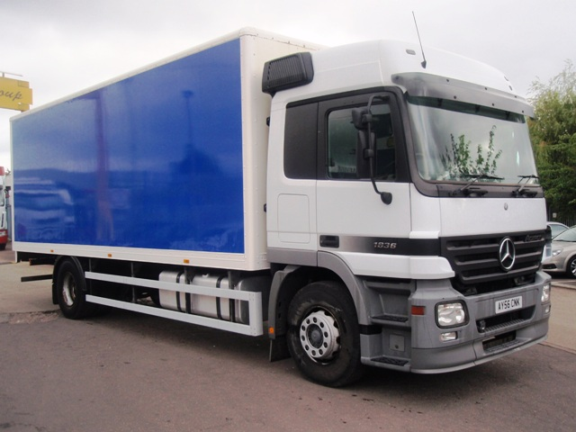 Mercedes-Actros-1836-25-foot-3ins-box-taillift-AY56-CNK-002
