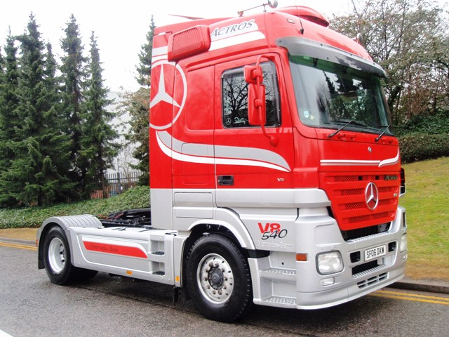 Mercedes-Actros-1854LS-Megaspace-4x2-tractor-SF06-DXW-004