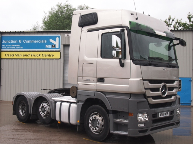 Mercedes-Actros-2546-MP3-Megaspace-cab-6x2-Tractor-Unit-AY58-AEE-001
