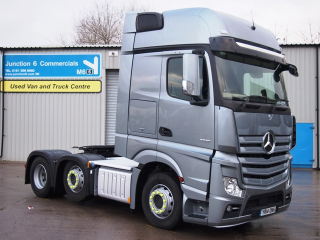 Mercedes-Actros-2551LS-Gigaspace-6x2-Tractor-Unit-YR14-ONH-001