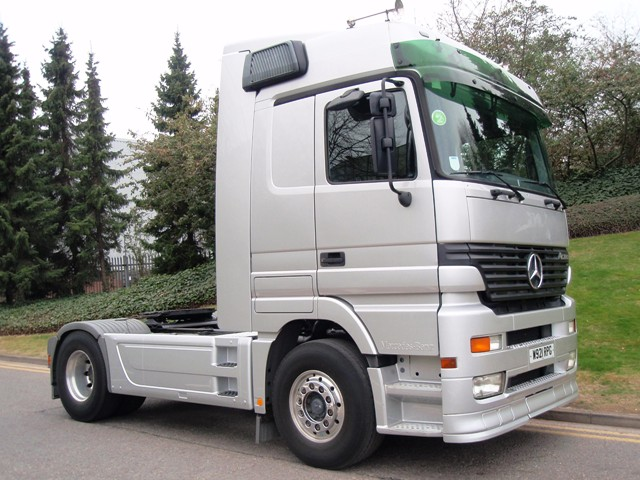 Mercedes-Actros-LHD-1840LS-Megaspace-4x2-tractor-W921-RPG-003