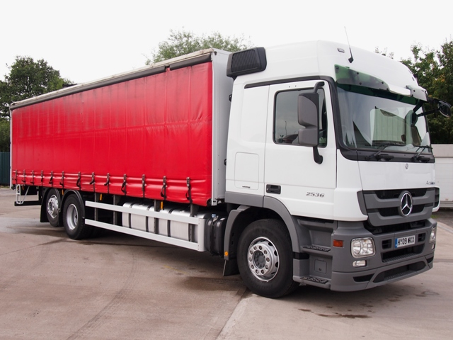 Mercedes-Actros-MP3-2536LS-30-Foot-8ins-Curtain-HY09-WXX-01