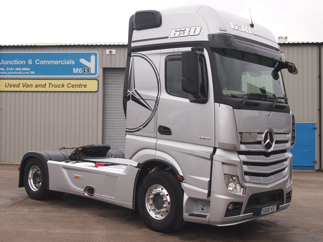 Mercedes-Actros-MP4-1863LS-Gigaspace-4x2-Tractor-Unit-S600-KST-001