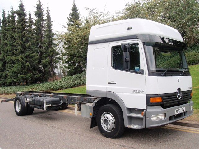 Mercedes-Atego-1328LS-chassis-cab-SN53-HCE-001