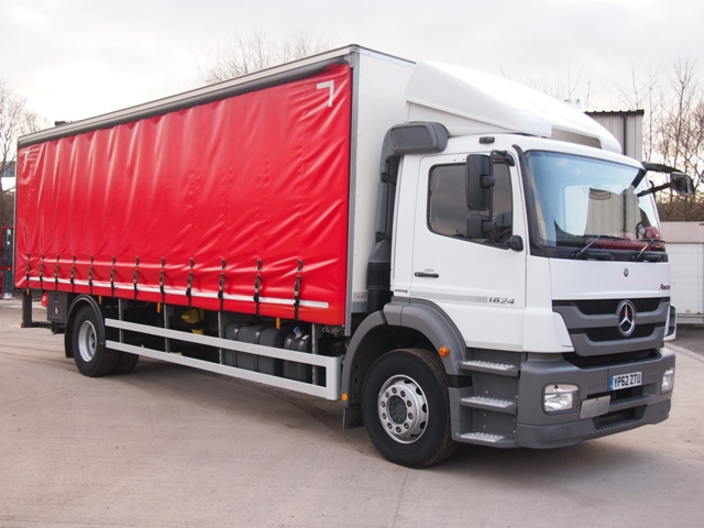 Mercedes-Axor-1824-Daycab-28-Foot-Curtain-Taillift-YP62-ZTU-001