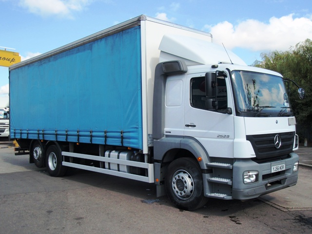 Mercedes-Axor-2529-28-Foot-Curtain-Taillift-YJ56-WOR-001