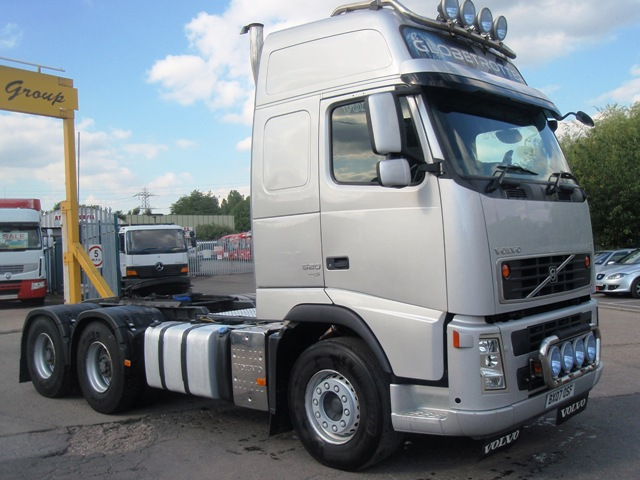 Volvo-FH13-520-Globetrotter-6x4-tractor-unit-BX07-OSF-003