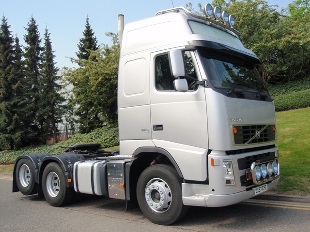 Volvo-FH13-520-Globetrotter-XL-6x2-rear-lift-tractor-DX57-CPZ-004