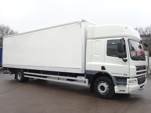Daf FA CF65.250 Spacecab 30 Foot 4ins Box Taillift YD13 BZU 001