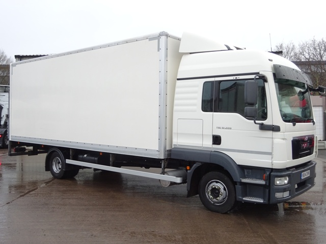 MAN TGL 12.220 Sleeper 22 Foot Box Taillift NX14 OVN 001