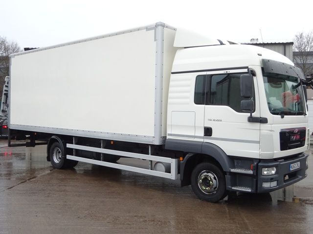 MAN TGL 12.220 Sleeper 23 Foot Box Taillift NU63 ZKL 001