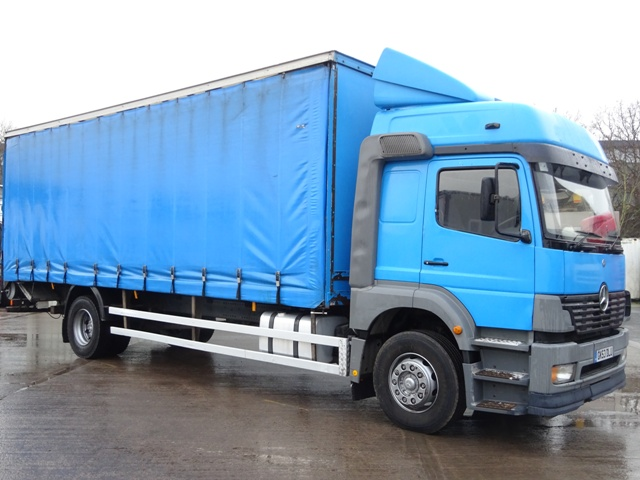 Mercedes Atego 1823L Sleeper 27 Foot Curtain Taillift GK53 DLU 001