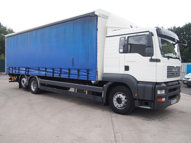 MAN TGA 26.320 Sleeper 29 Foot 3ins Curtain Taillift DK57 EOZ 001