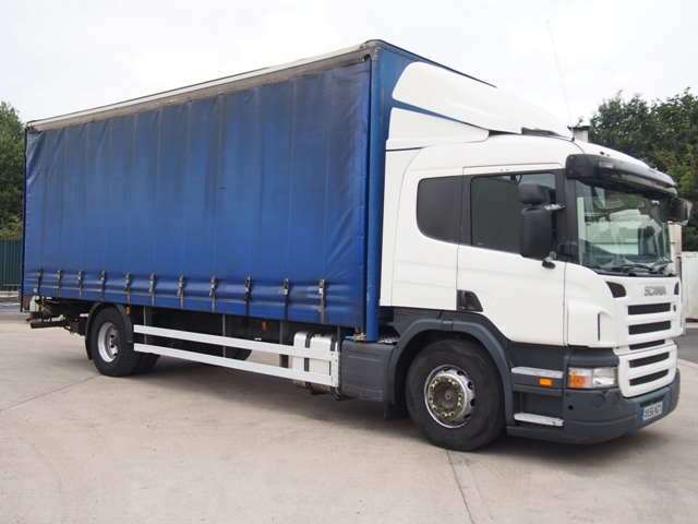 Scania P230 Sleeper 25 Foot 3ins Curtain Taillift MX56 MZV 001.JPG