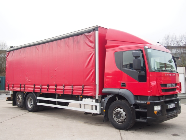 Iveco Stralis 310 27 Foot Curtain Taillift Moffett BX58 TOU 001.JPG